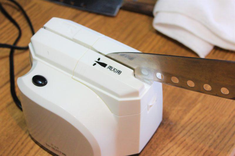 貝印の電動包丁研ぎ器AP0133は楽で切れ味もよくオススメ【レビュー】