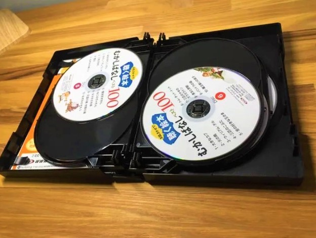 CD10枚に世界中の「むかしばなし」がたっぷり100話入っています